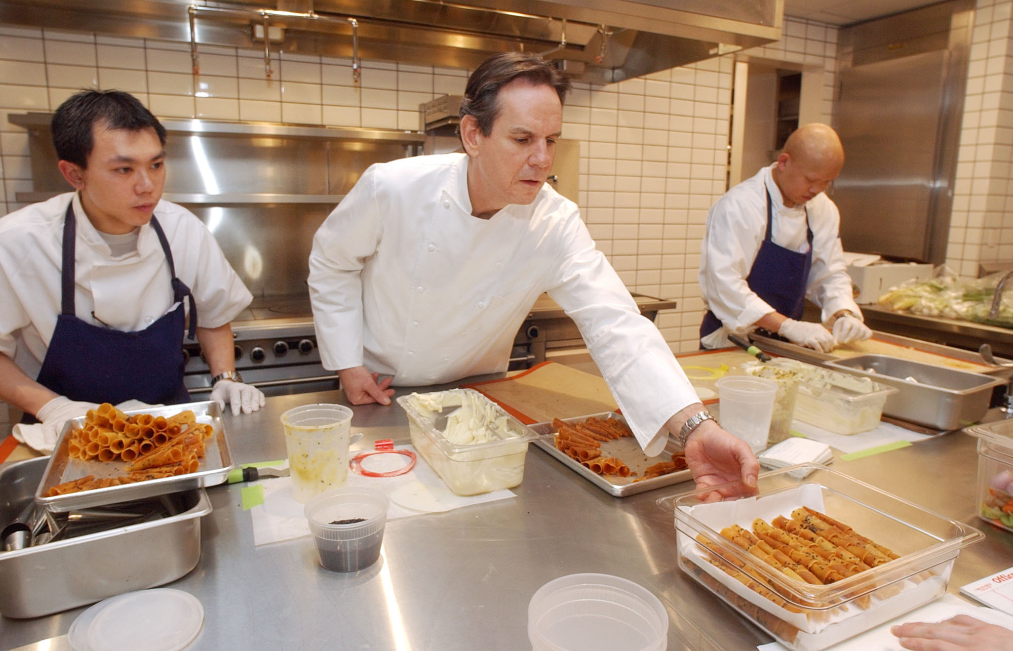 Chef Thomas Keller checks out preparations in the kitchen of his New York restaurant, Per Se, in the Time Warner Center, in February 2004. Photo: Richard Drew/AP