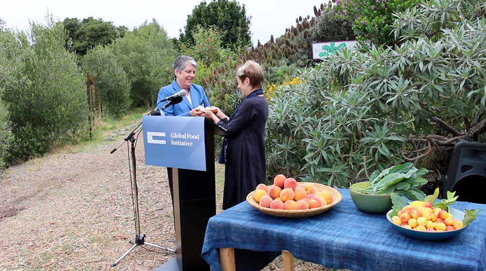 Alice Waters shares the bounty from the Edible Schoolyard with UC President Janet Napolitano. Photo: Wendy Goodfriend