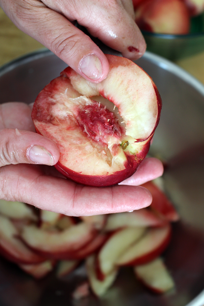 The flesh of a freestone nectarine easily comes apart from the stone when sliced. Photo: Wendy Goodfriend