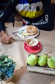 Simple salt bagel, smoked salmon and cream cheese; spinach and goat cheese quiche; cappuccino. Photo: Dylan Vanweelden