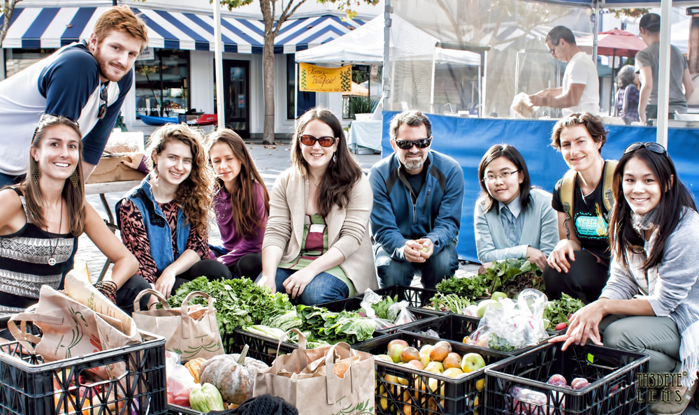 Dana Frasz, left, and her Food Shift team collect food from the Jack London Square Farmers Market. Photo: Sivashankar Pattamadai
