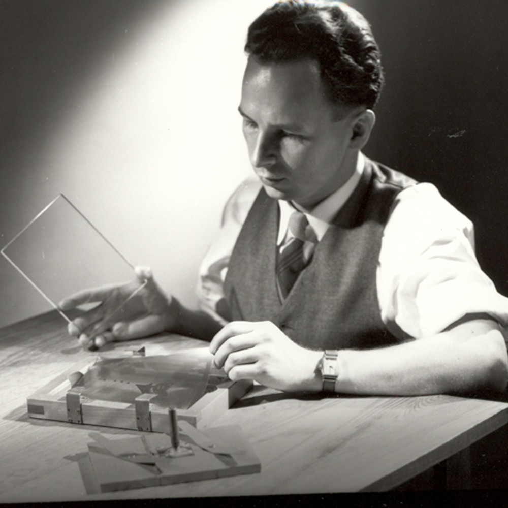 S. Donald Stookey, photographed in 1950, prepares to expose an image to ultraviolet light. Stookey forever changed cooking with the invention of CorningWare. Photo: AP