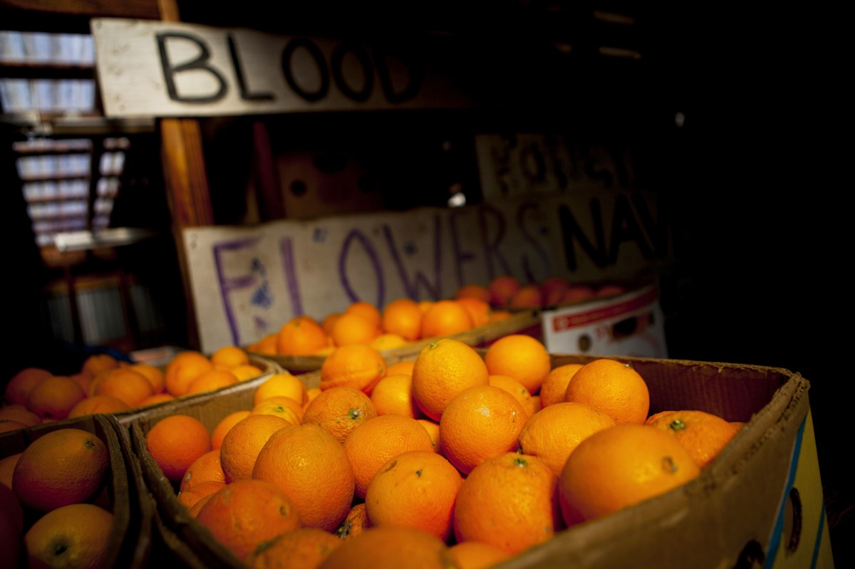 Oranges sit in crates at the Rancho Del Sol Organics farm in San Diego County, Calif., on Feb. 10, 2014. A labor dispute at major West Coast ports has left millions of pounds of California oranges stranded in warehouses and on half-loaded boats. Photo: Sam Hodgson/Bloomberg via Getty Images