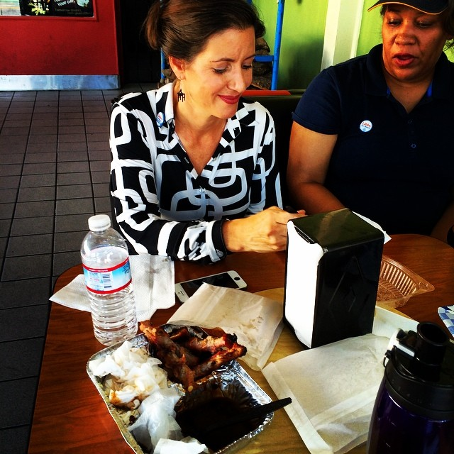 Mayor Schaaf eats at Genny's Fire Pit during her campaign. Photo: Peggy Moore