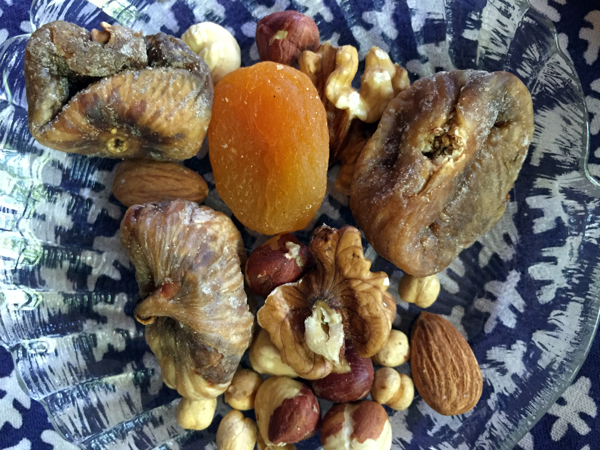Dried fruits and nuts are displayed on the table and also provided to guests who visit your home to greet you in the new year.