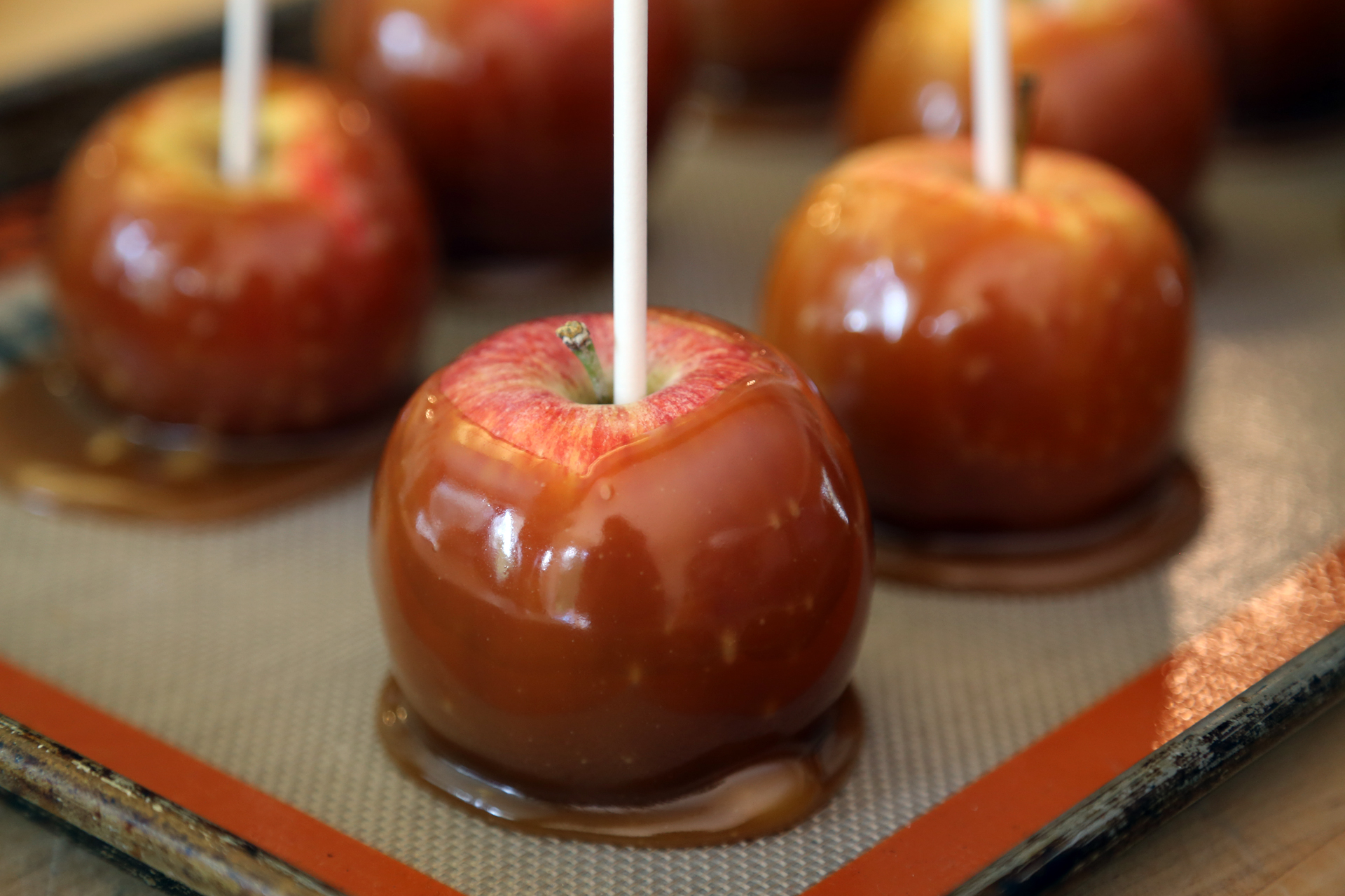 Diy Halloween Caramel Apples Halloween Recipes Bay