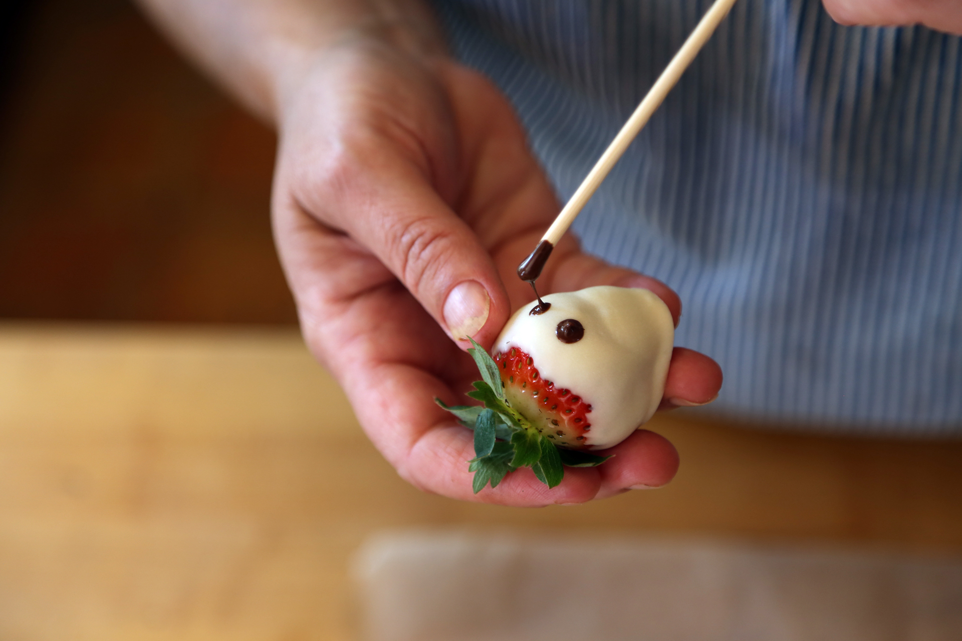 "You can ""paint"" the ghostly faces on with a toothpick or wooden skewer."