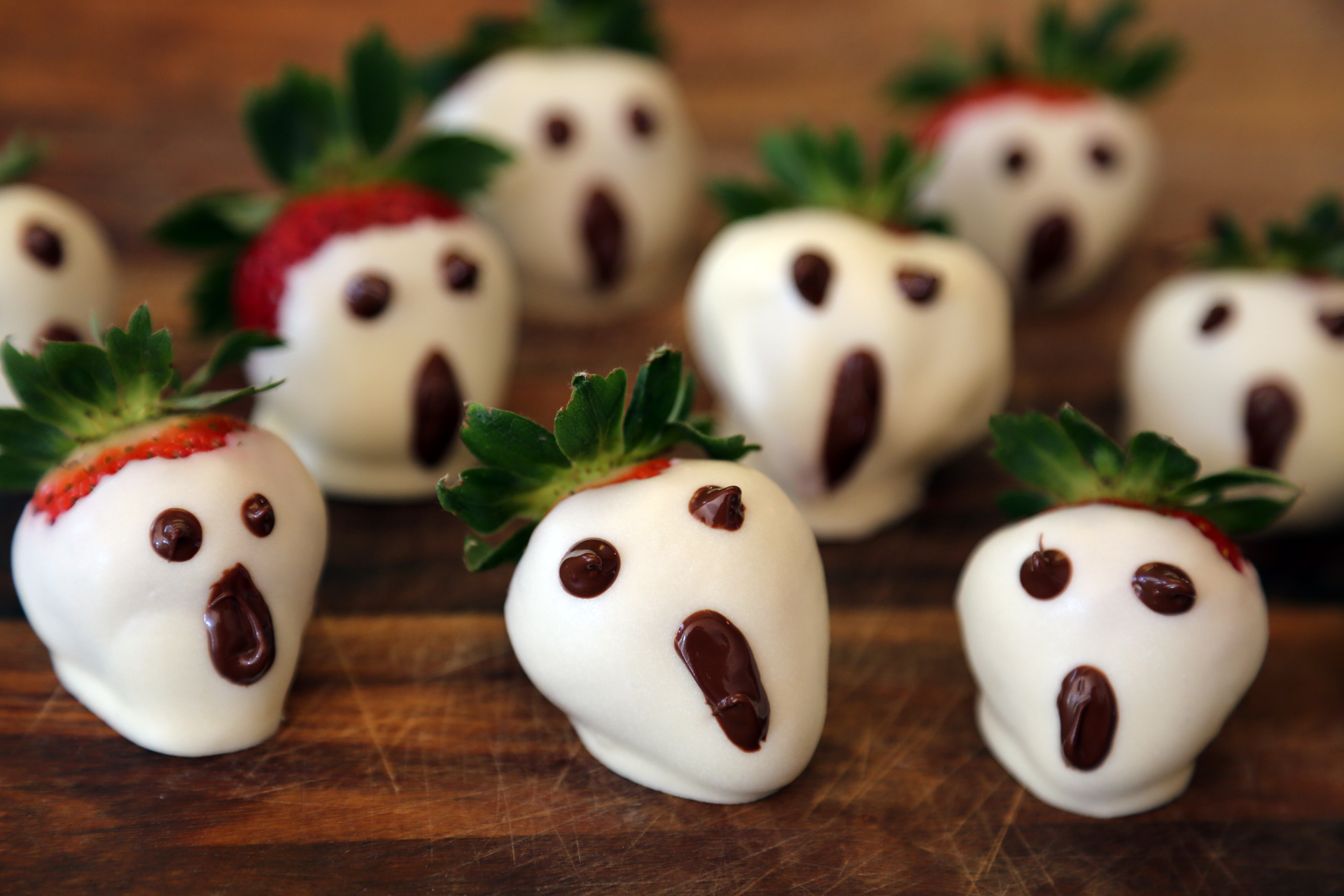 Halloween White Chocolate Dipped Strawberry Ghosts