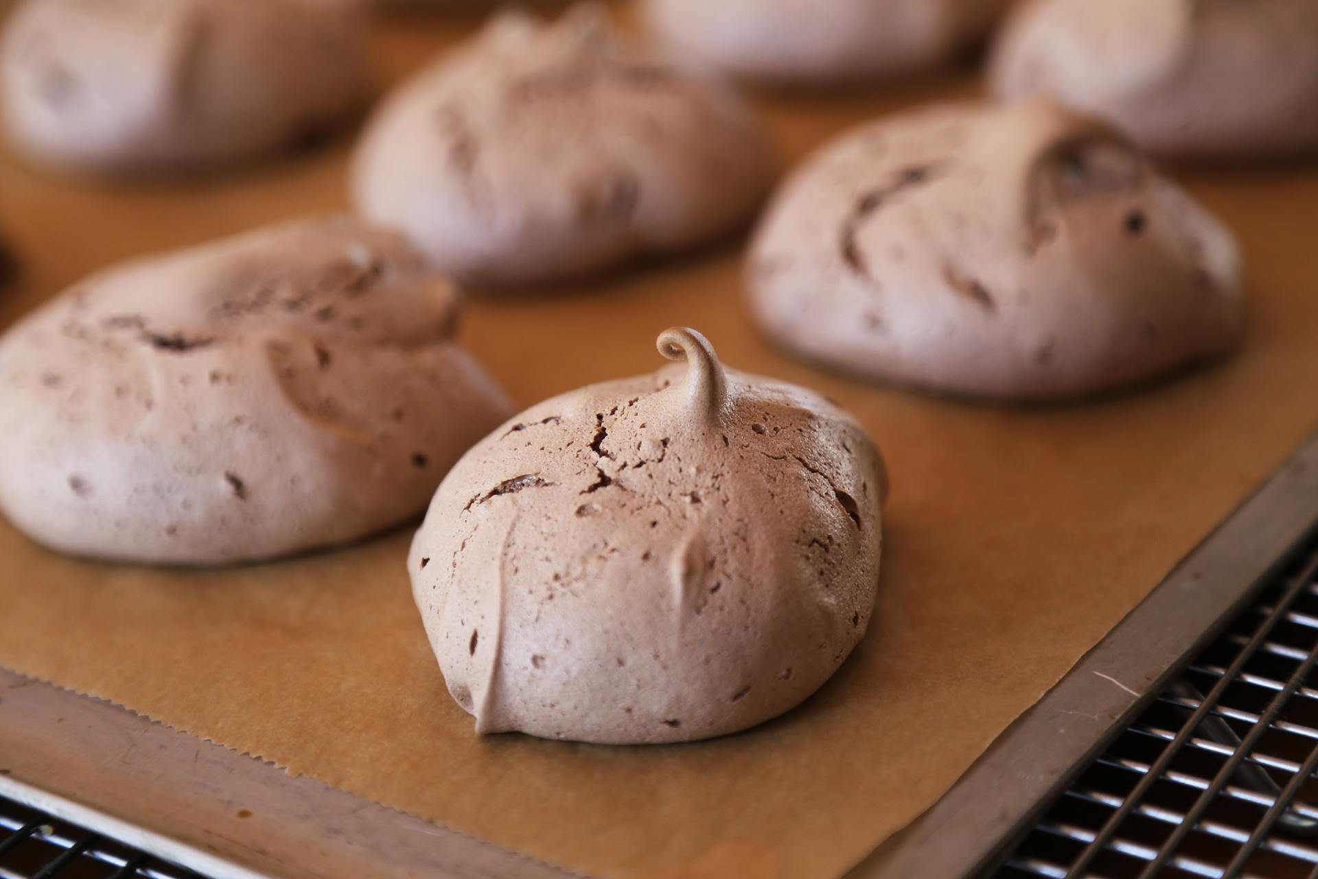 Gluten-Transfer the meringues with their parchment to wire racks and let cool completely.
