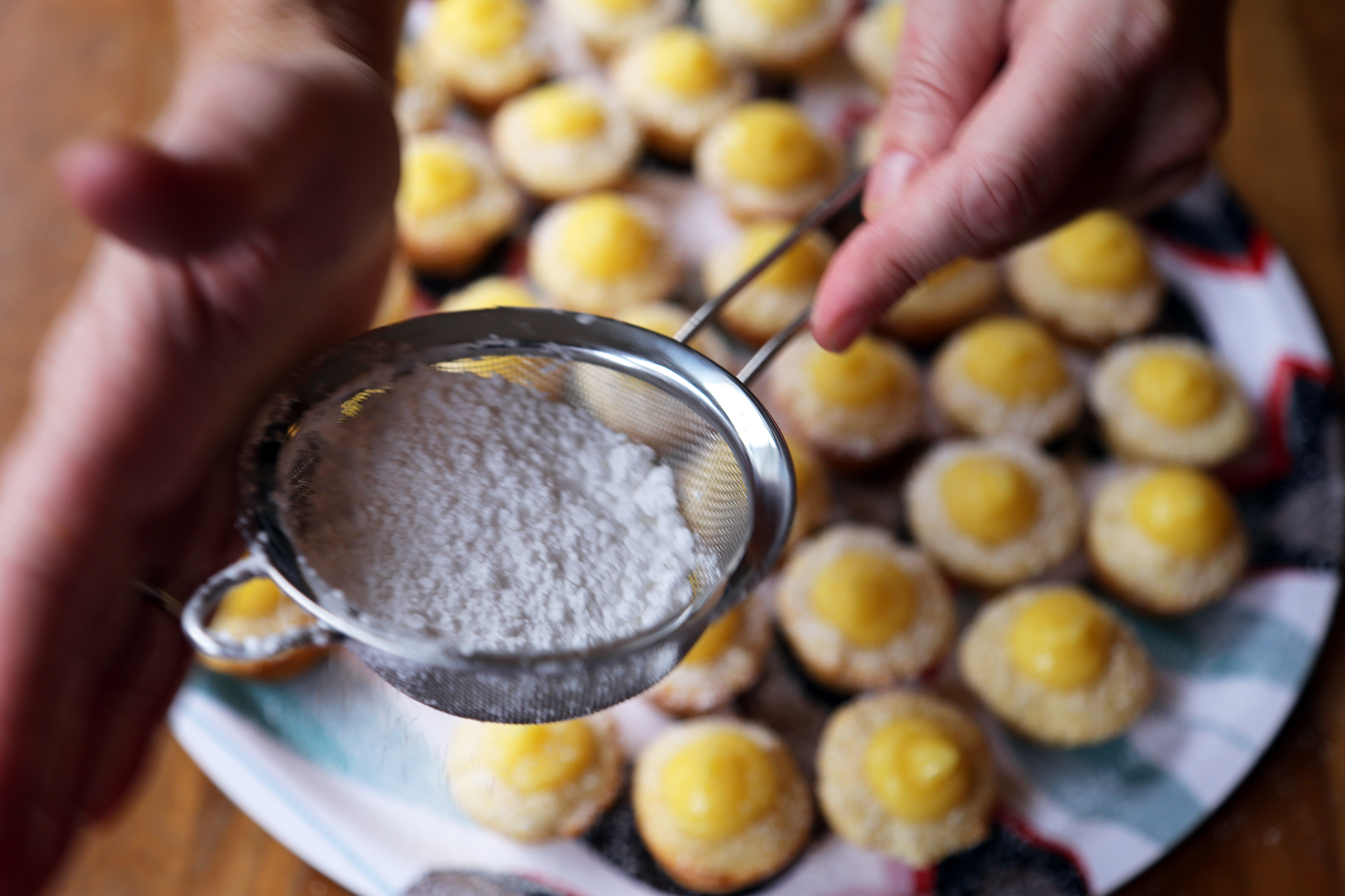To serve, dust the cupcakes with powdered sugar.