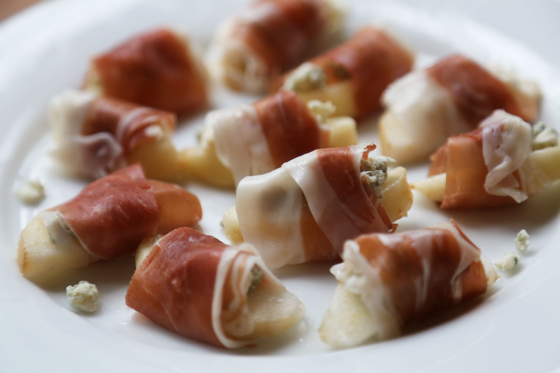 Prosciutto-Wrapped Pears with Gorgonzola