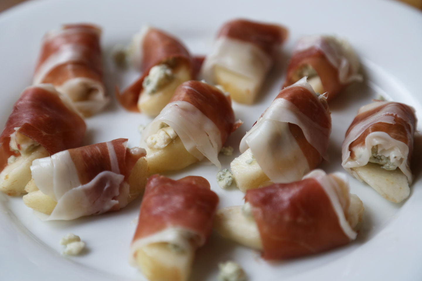 Prosciutto-Wrapped Pears with Gorgonzola Wendy Goodfriend