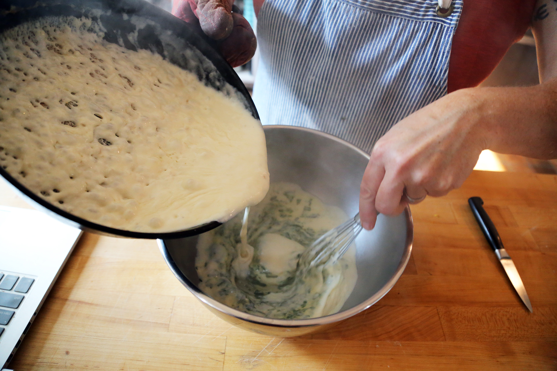 In a heatproof mixing bowl, whisk together the egg yolks and spinach. Slowly pour the sauce into the yolks while whisking constantly.