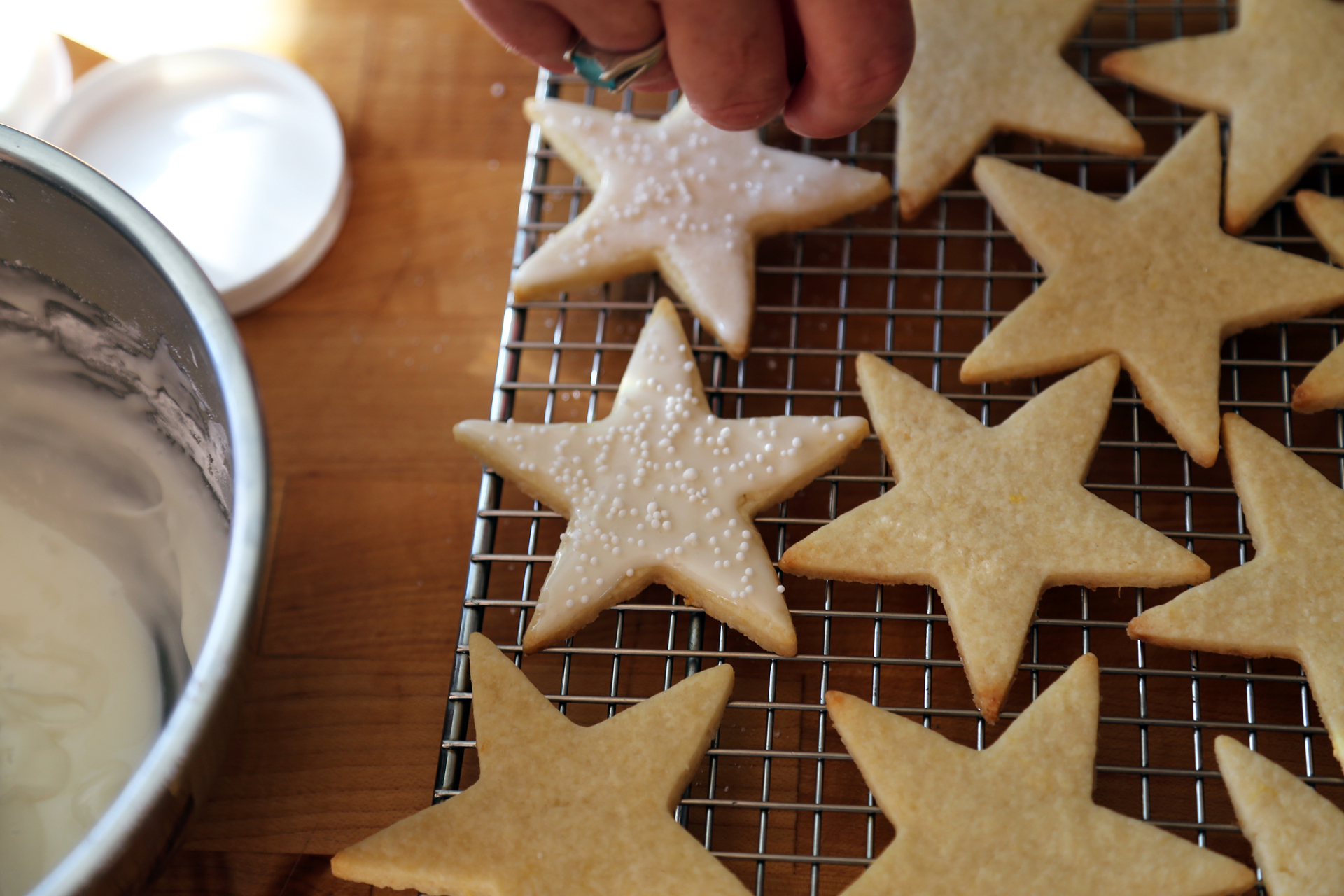 Sprinkle the lemon stars with a little sparkle sugar before the icing dries.