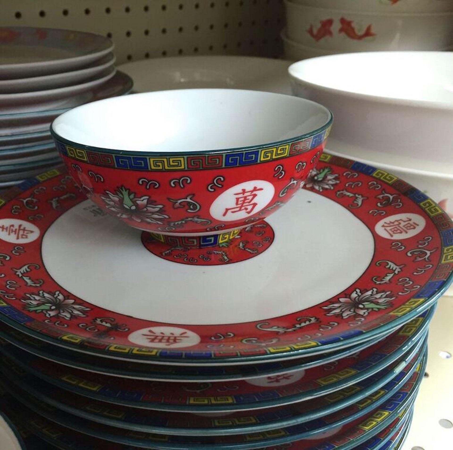 Auspicious red dishes