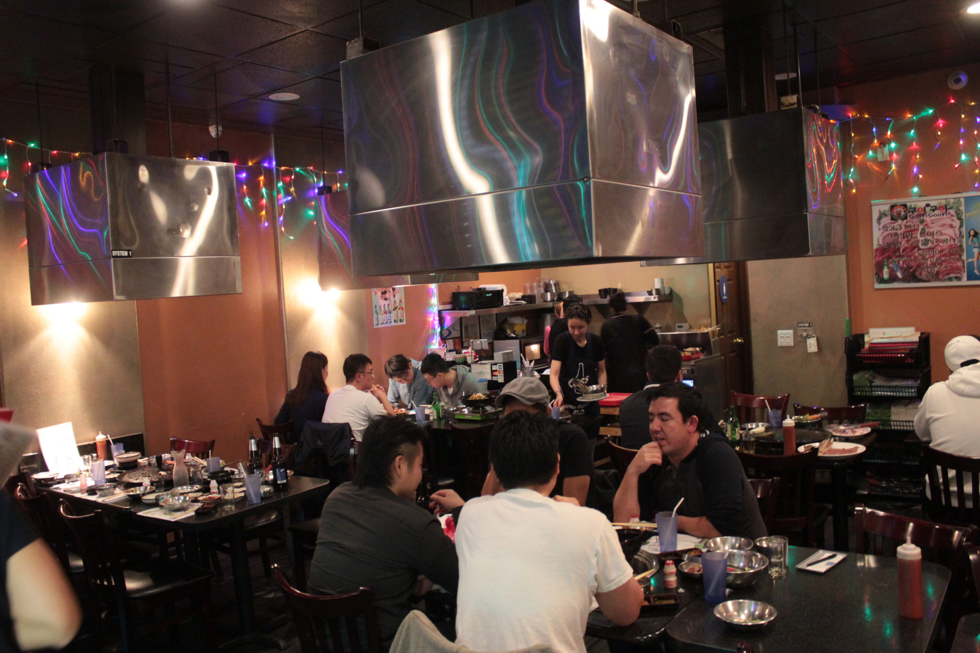 Diners inside Gooyi Gooyi in Santa Clara.