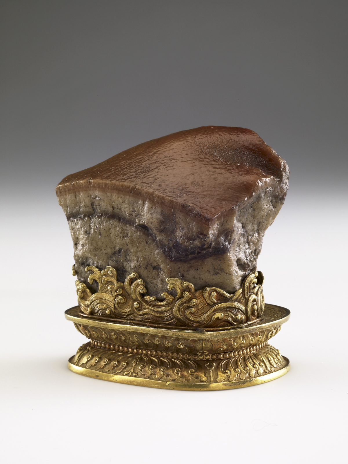 Meat-shaped stone, approx. 1800–1900. China, Qing dynasty (1644–1911). Stone: jasper; stand: gold. National Palace Museum, Taipei, Guza 000178 Lü-413.