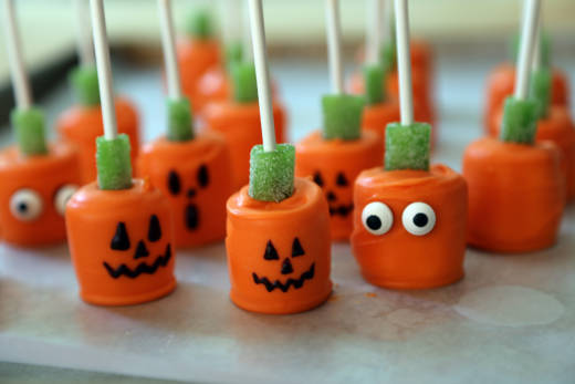 Candy-Dipped Marshmallow Pumpkin Pops