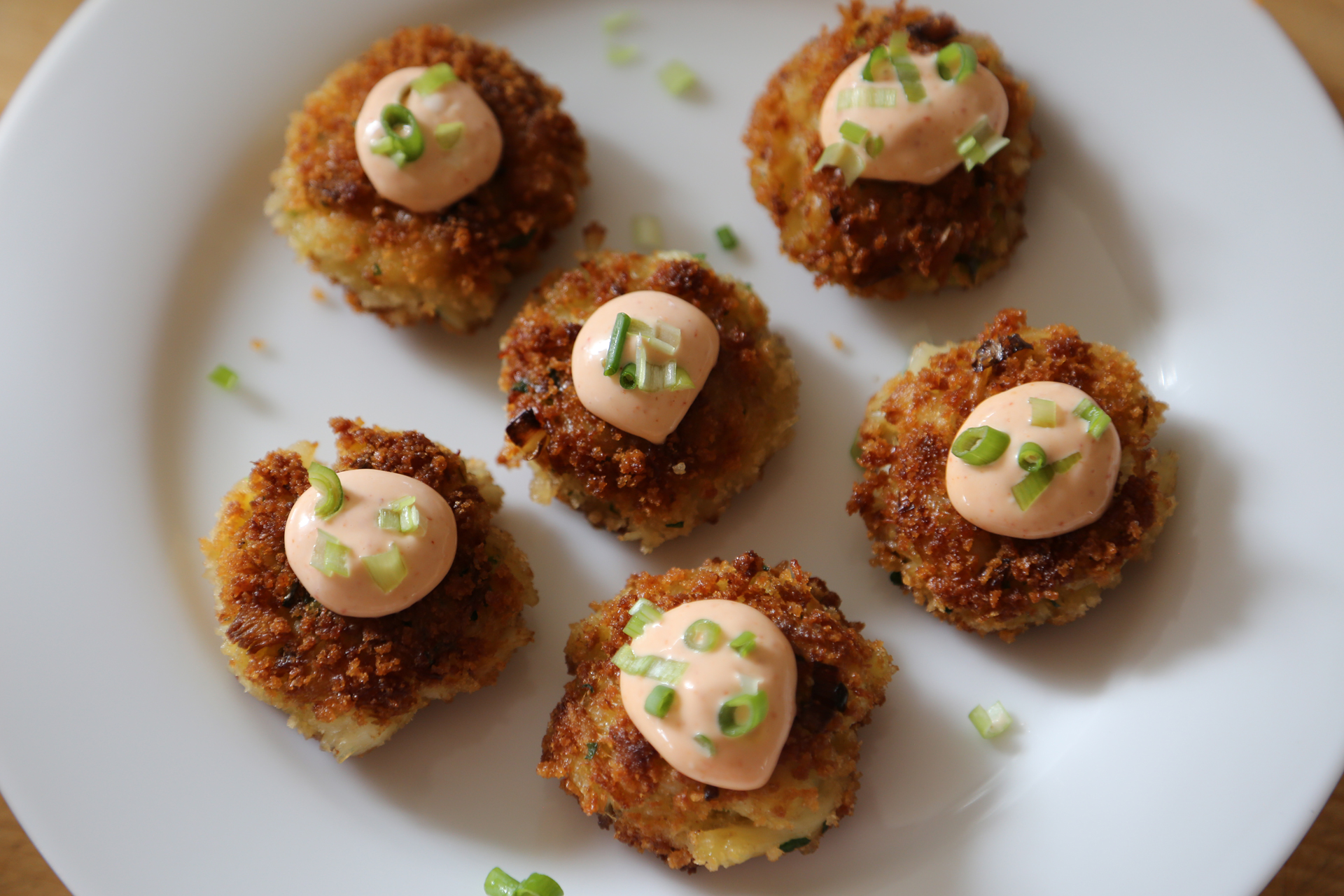 Crab Cakes with Spicy Sriracha Mayo