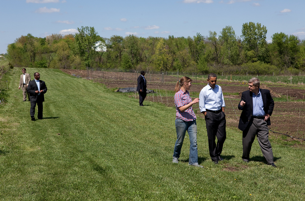 President Barack Obama tours MogoOrganic farm with Agriculture Secretary Tom Vilsack, right, and Morgan Hoenig, left, in Mount Pleasant, Iowa, April 27, 2010.