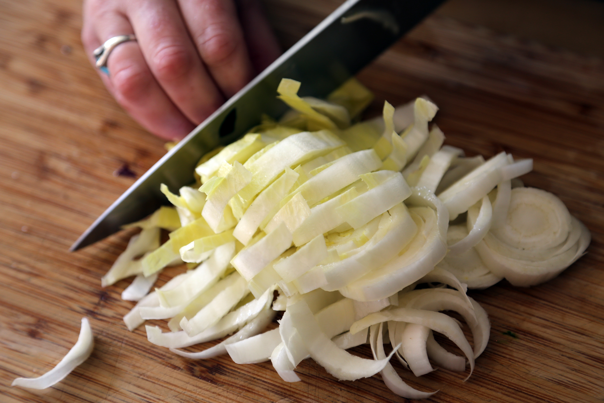 1 endive, thinly sliced.