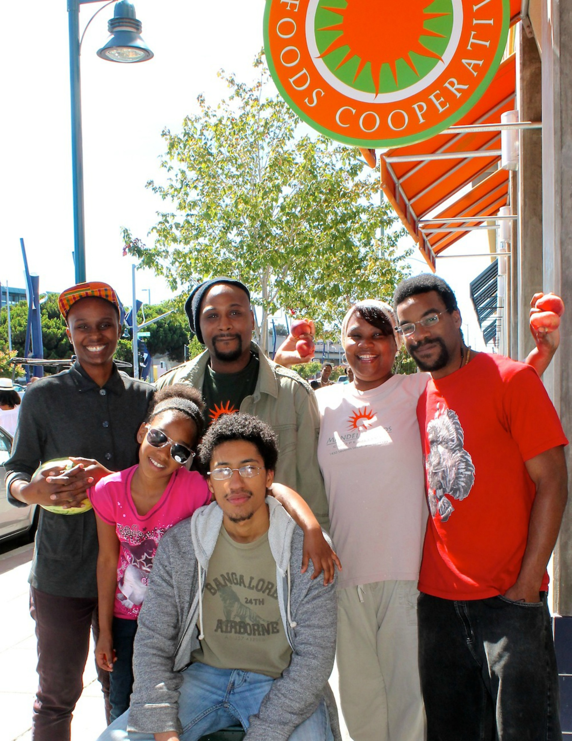 Credibles partnered with Oakland's Mandela Foods Cooperative for their Fresh Creds program, which incentives customers to purchase produce.