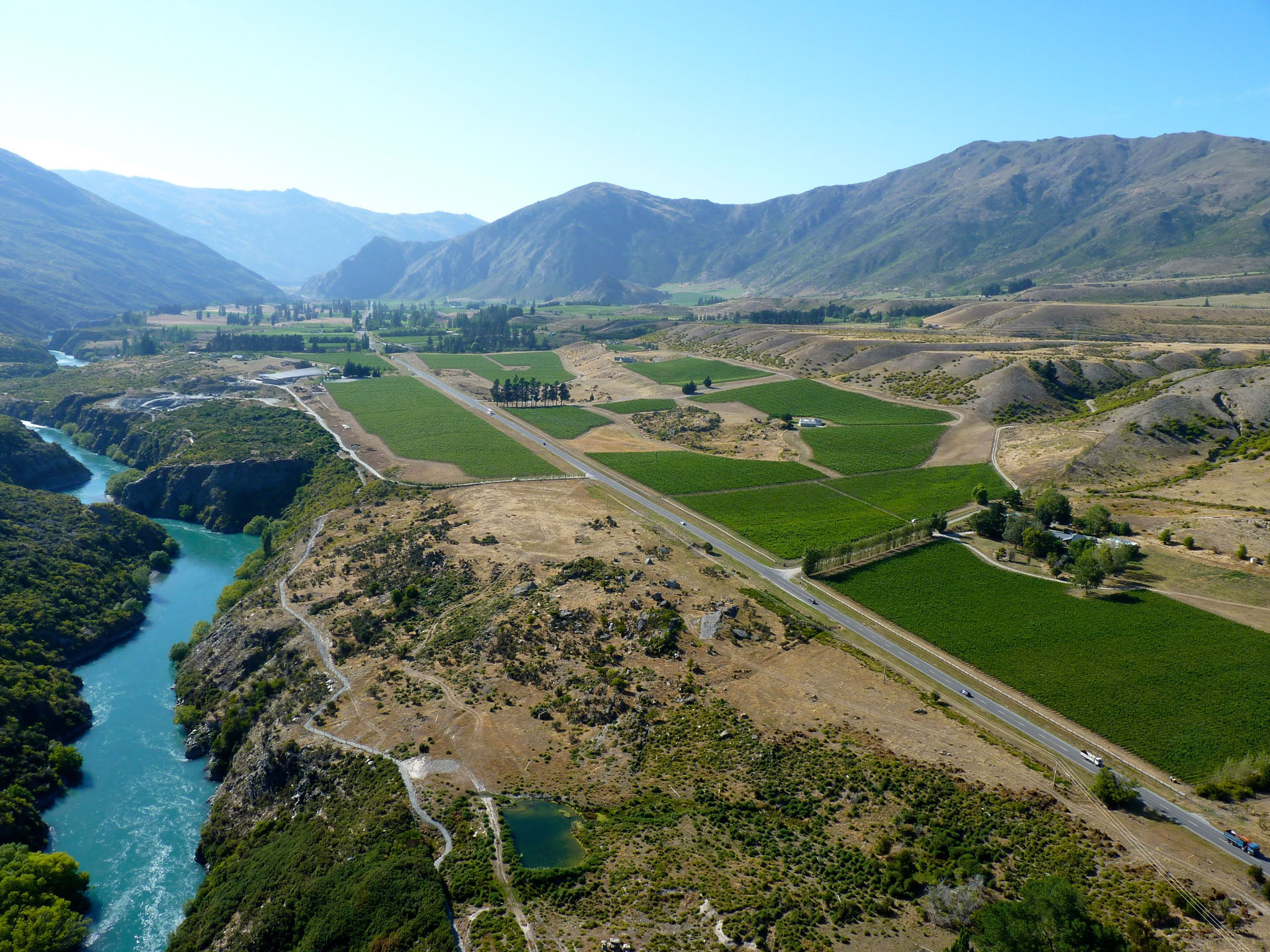 Gibbston Valley near Queenstown is home to fine wineries like Mount Edward and also demonstrates the beauty of the New Zealand countryside.
