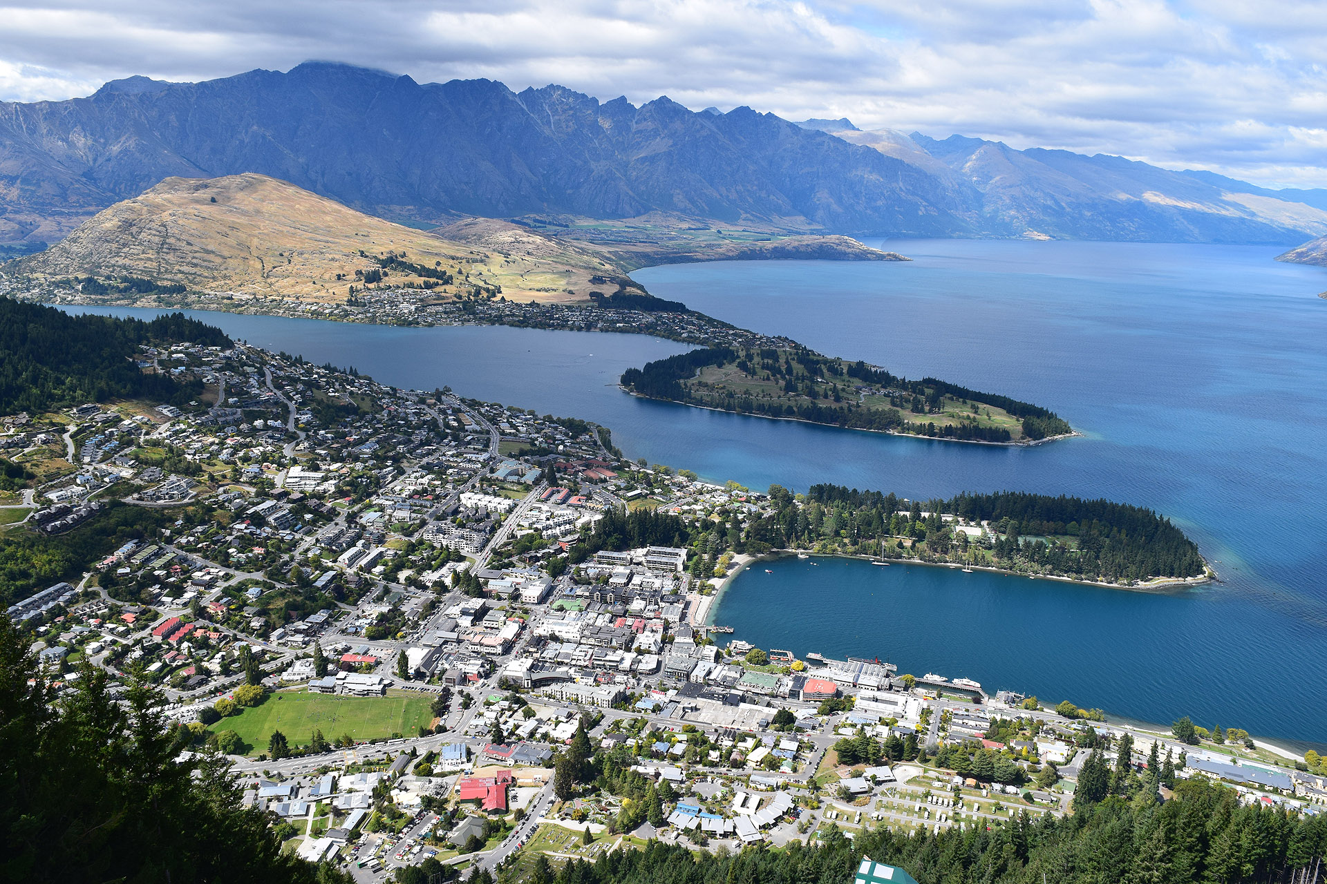 Adventure-travel hotspot Queenstown on Lake Wakatipu is a jumping-off spot for tours of the Central Otago wine region.