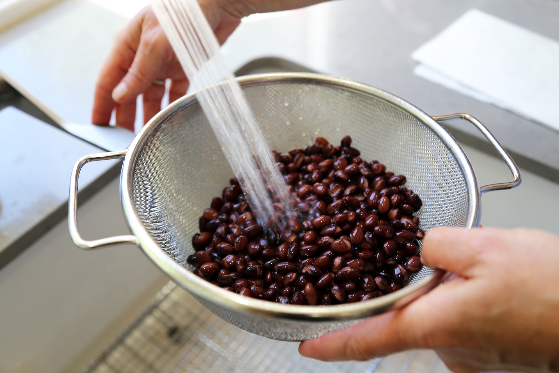 Drain and rinse canned organic black beans.