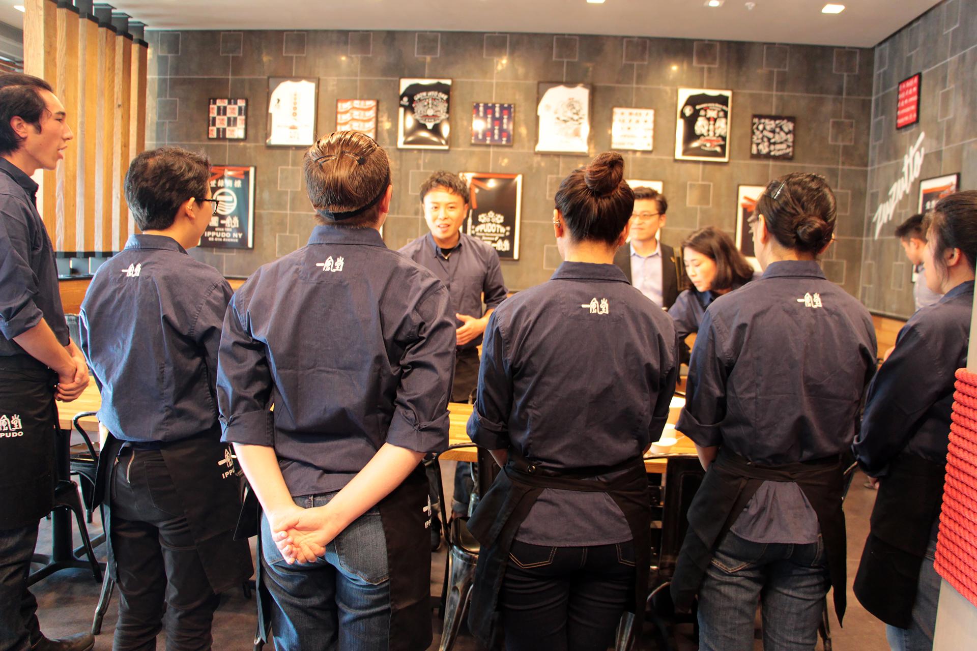 Ippudo's server team
