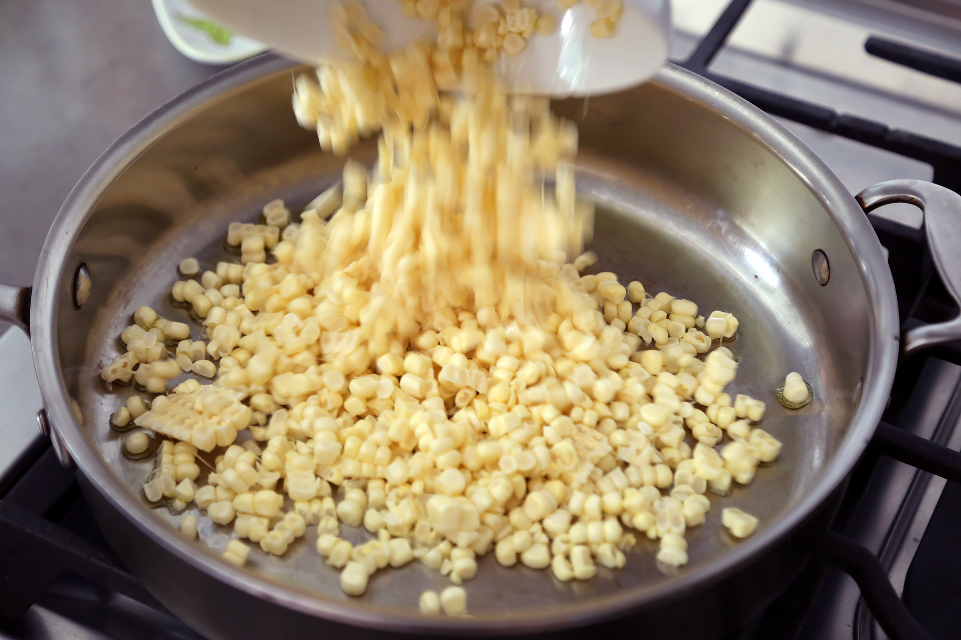 In a large frying pan over medium heat, warm the oil. Add the corn.