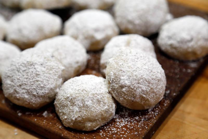 Cookie Recipe: Mom's Pecan Butter Balls