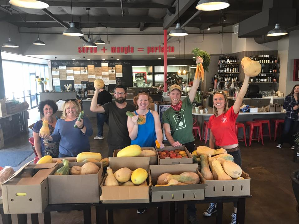 Heather Irwin (middle) with Evan Wiig (second from right), Kaelyn Ramsden (far right) and other Sonoma Family Meal volunteers.