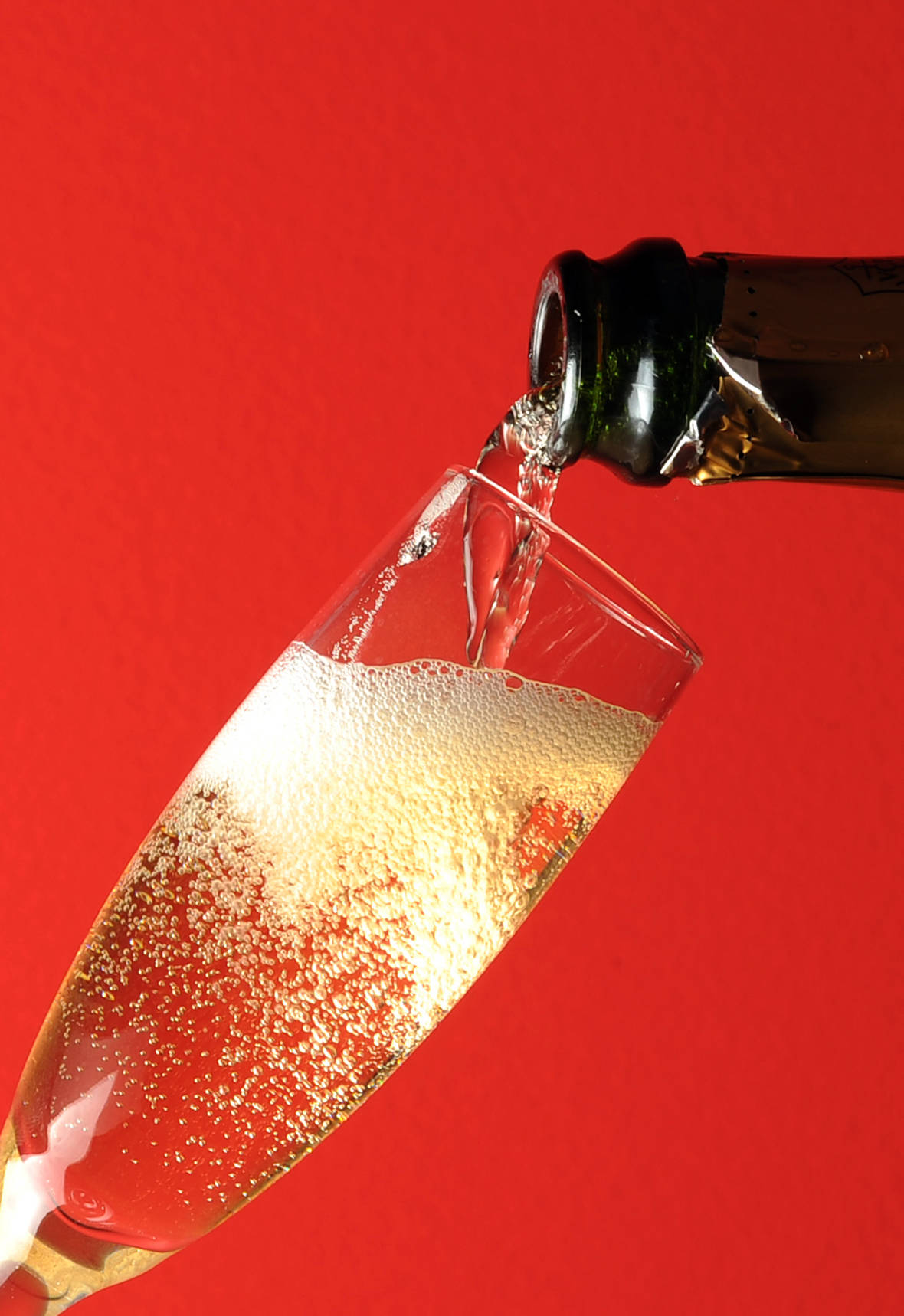 Size (And Sound) Matters When It Comes To Bubbles In Your Sparkling Wine