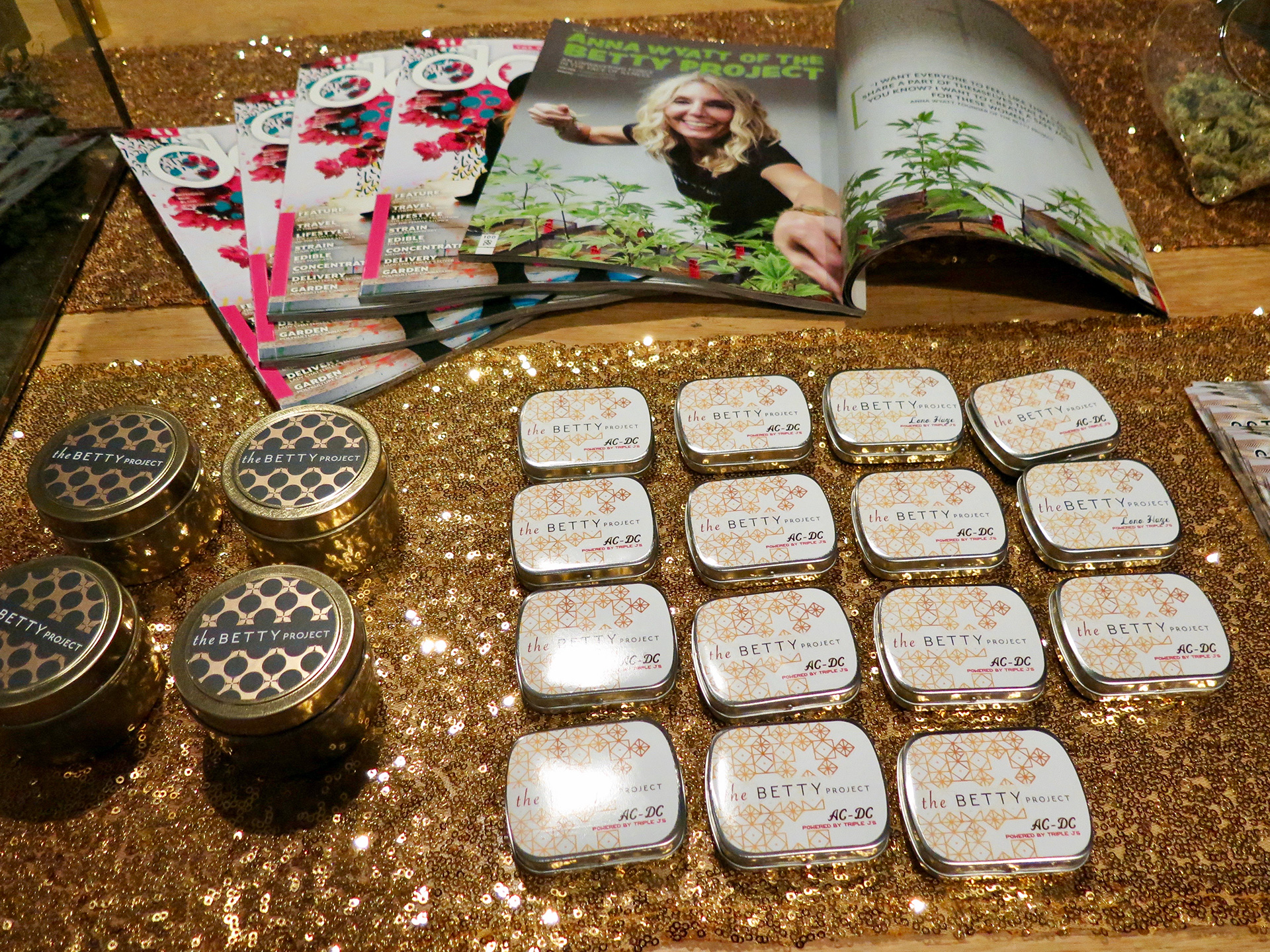 A sponsor's sparkly table (The Betty Project) at the reception at a Cannaisseur event.