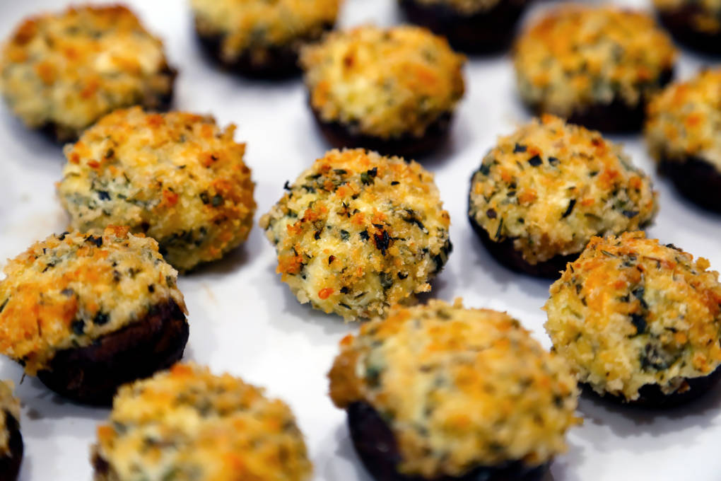 Cheese and Spinach Stuffed Mushrooms with Crispy Herbed Breadcrumbs