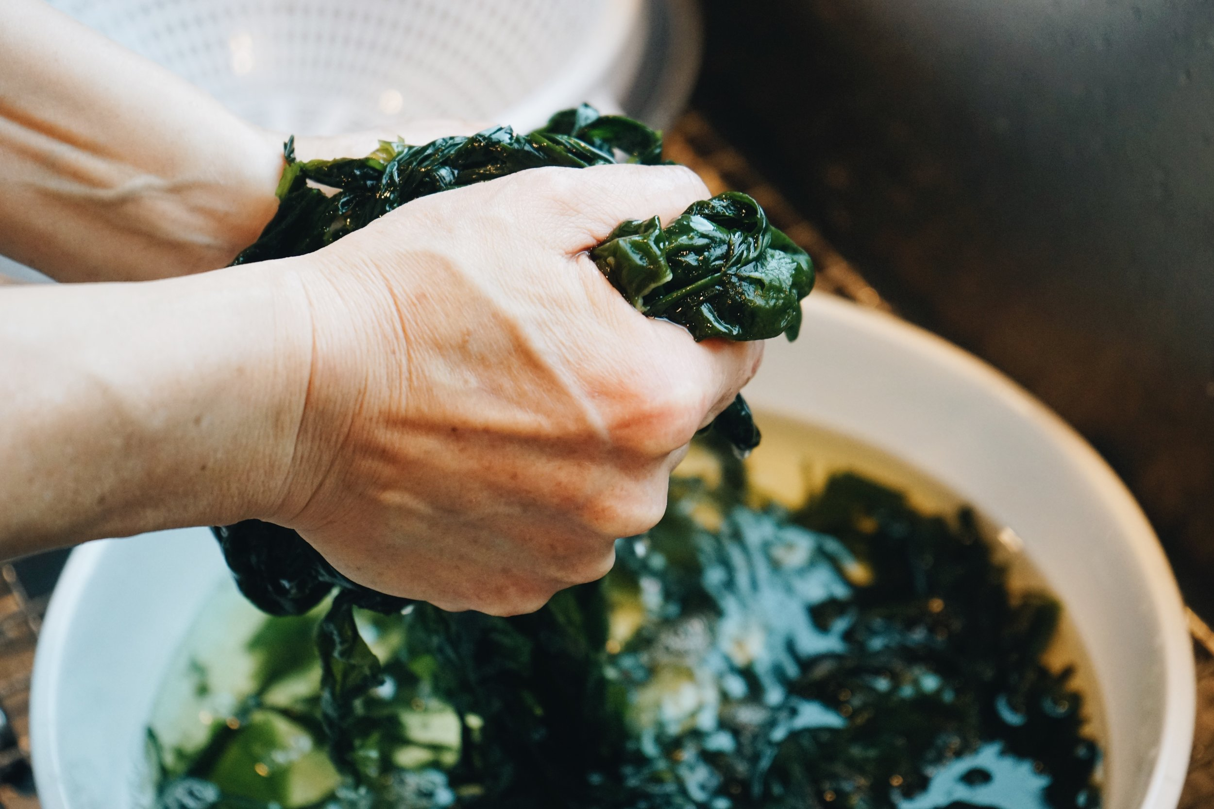 The author's mother washes seaweed to make miyeok-guk (미역국), seaweed soup.