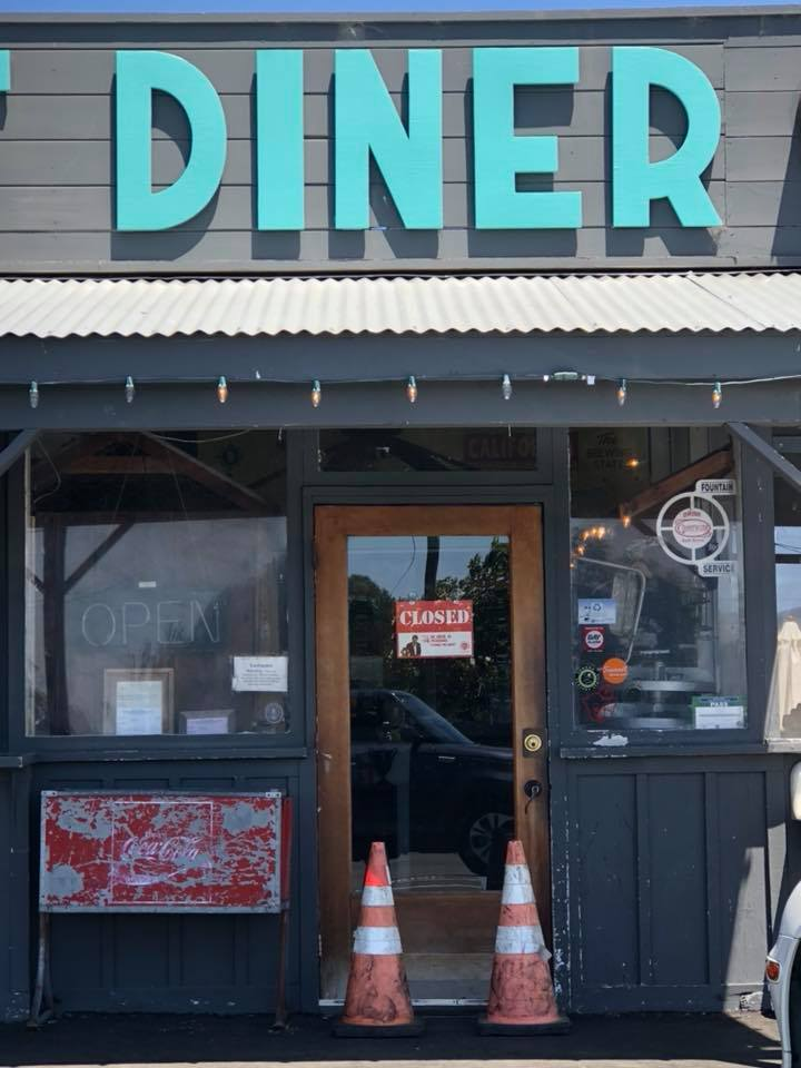 Fremont Diner with CLOSED sign.