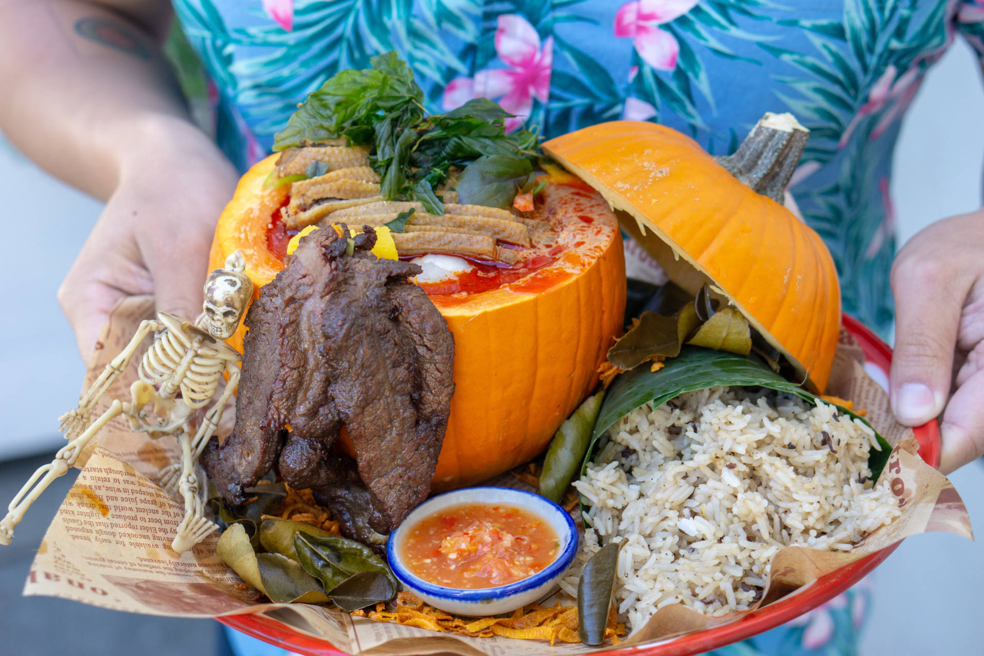 Duck in red pumpkin curry is served in a pumpkin with beef jerky and Thai olive rice.