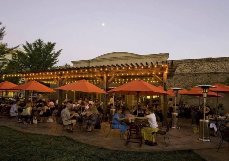 Healdsburg Bar & Grill patio