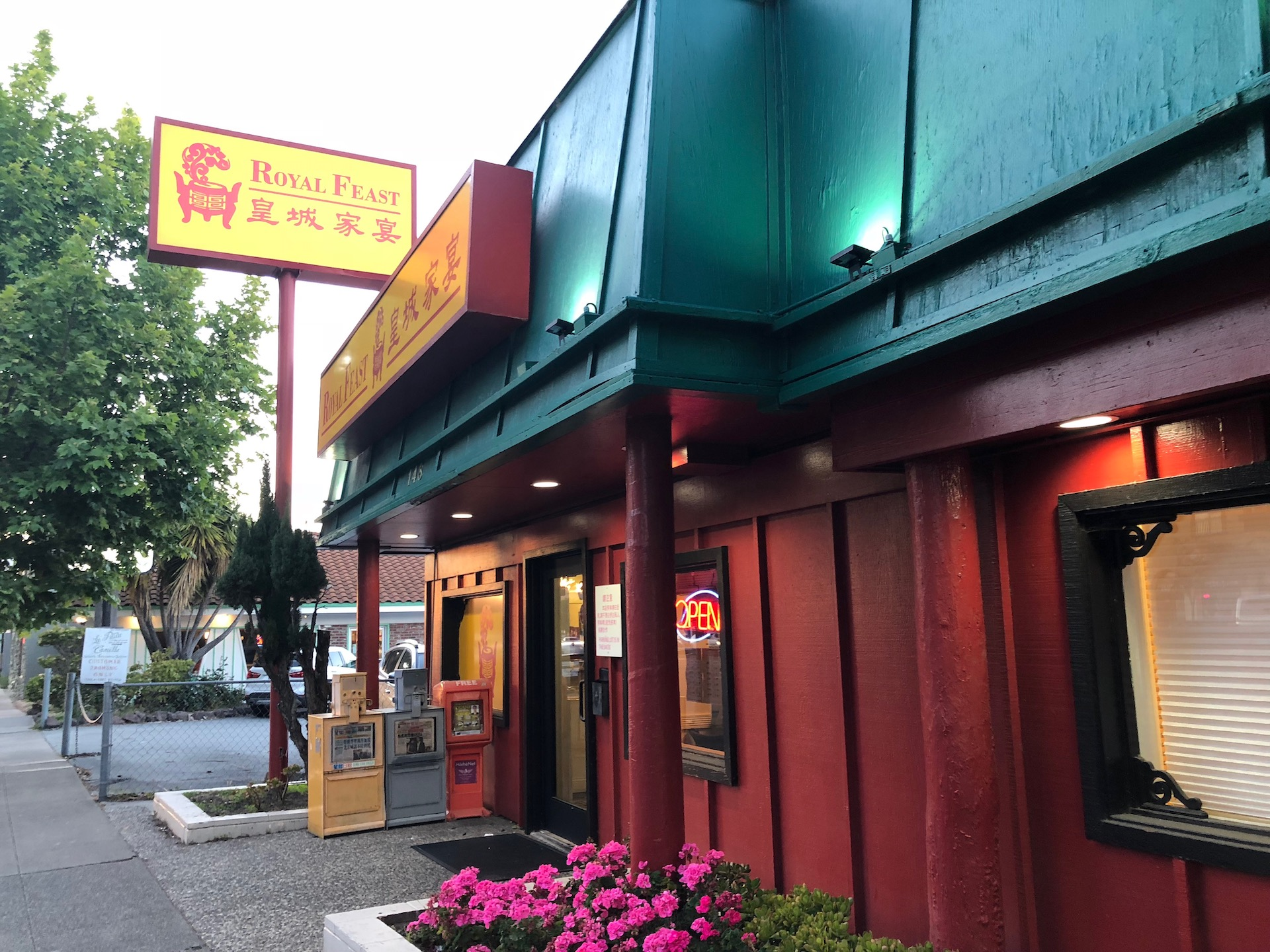Celebrity Dining: Royal Feast in Millbrae is a favorite destination for locals and for travelers with its location by SFO and Millbrae BART.