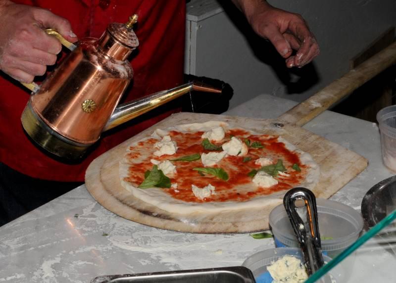 Russ Stein making a margherita pizza.