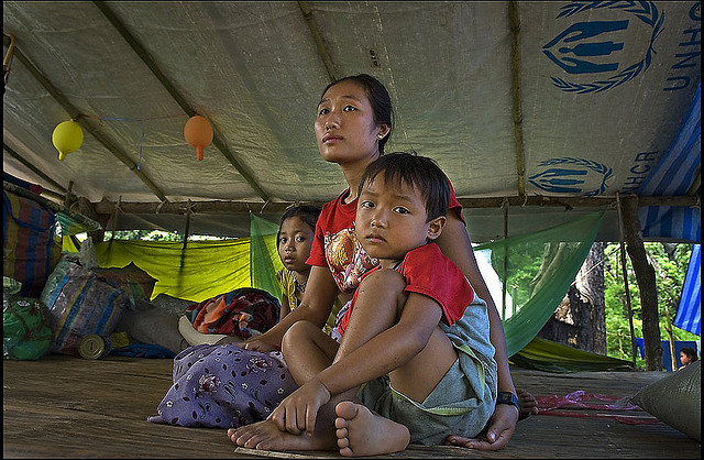 A Burmese family rest in a temporary camp on the Thai/Burma border. ( Rusty Stewart: Flickr)