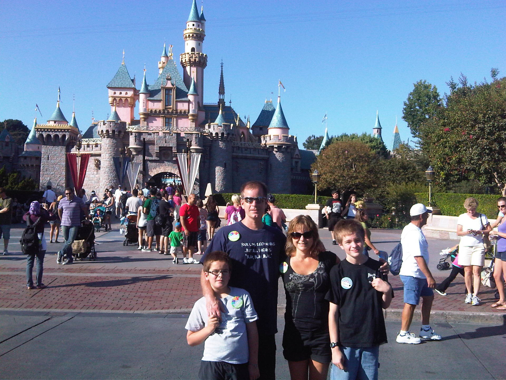 Eric and Cindy Everson on vacation with their sons. (Photo: Everson Family)