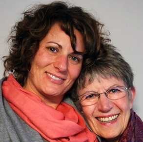 Cancer survivor Rene Foreman (right) with her daughter, Michelle. (Photo: StoryCorps)