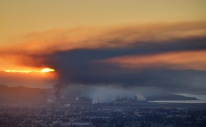 Monday night's Chevron Refinery fire as seen from the Berkeley Hills. (Daniel Parks: Flickr)