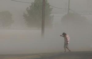 Dust storm. (Craig Kohlruss: FresnoBee)