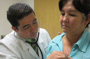 Dr. Jose Chavez Gonzalez examines Graciela Jauregui at Riverside County Regional Medical Center (Jenny Gold/Kaiser Health News).