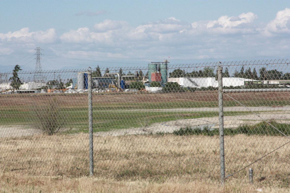 Factory in West Fresno. (Sasha Khokha/KQED)