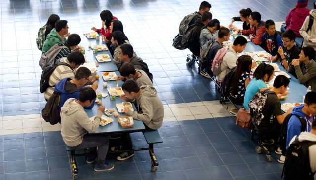 Lunchtime at Oakland High School  The Oakland Unified School District switched to a closed-campus lunch last fall, and the school now offers free lunches to every student. (Noah Berger/Center for Investigative Reporting)